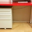 IKEA赤デスク