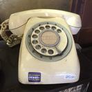 黒電話ならぬ白電話