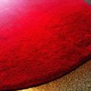 赤い円形カーペット