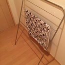 薄型バスタオルハンガー。タオル掛けにも。使わない時は隙間に収納。
