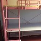 机付きピンクのロフトベッド