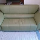 【美品】3人掛けのソファー:引っ越し先に搬入したら、大きすぎました。