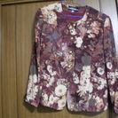 茶色地に花柄のジャケット 11号サイズ 袖口にリボンの飾り