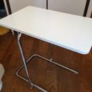 小さなベットサイドテーブル IKEA