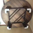 木目の渋い円卓