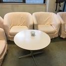 昔懐かしい昭和レトロな椅子とテーブル