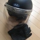 バイクのヘルメットとグローブ