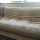 3人掛けの大きなソファ