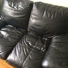 黒革のソファー