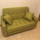 開封しただけのグリーンソファー
