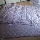 シングルサイズの掛け布団とベッドパット