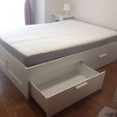 IKEAクイーンサイズベッド+マットレス