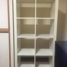 本棚もしくは、シェルフ(奥板がなく、つきぬけているタイプ)