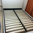 ダブルのベッドフレームです。