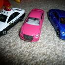 トミカのミニカーとマリオの車
