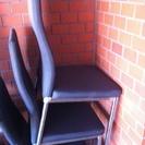 椅子を譲ります。