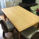 テーブルとイス三脚