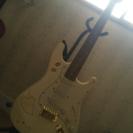 白色 エレキギター