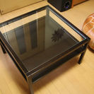シックなデザインのダークブラウンローテーブル