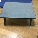 足が畳めるテーブル2つ