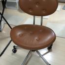 茶色いコロコロ椅子