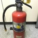 使用期限切れ消火器。