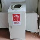 訳アリのゴミ入れです。リサイクルボックスです。大型の「もえるゴミ」...