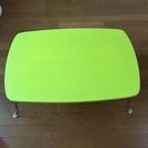 緑の頑丈な机