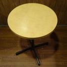商談中 カフェなどのお店に 丸テーブル