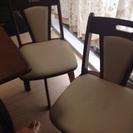 変形ダイニングテーブル(椅子×2、ベンチ×1)4人まで座れます。