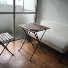 IKEAの折りたたみテーブル、椅子