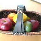 籠とディスプレイフルーツ