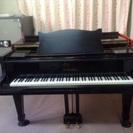とても古いグランドピアノ   音は、しっかりしています🎵     ...