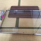 便利なサイズ ガラスの天板のローテーブル 中古美品