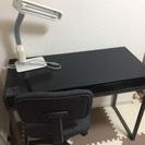 デスク、椅子、ライトのセット