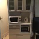 扉付き食器棚