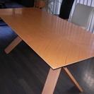 イタリア製のテーブル