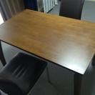 机と椅子2脚