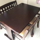 ダイニングテーブルと長椅子