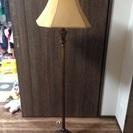 スタンド式照明 最大150ワット 高さ約150㎝ 照明傘の幅約42...