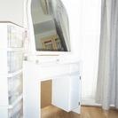 真っ白なドレッサー*ホワイト*お洒落なデザイン*アールのついた鏡