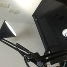 ニトリのガラスデスク、チェア、 Z-LIGHT LEDデスクライト...
