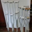 松葉杖と歩行用杖です。どちらも医療用なのでしっかりしています。歩行...
