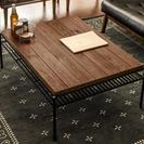 ヴィンテージデザインのリビングテーブル