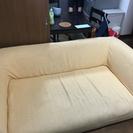 ゆったりくつろげる大きめのソファ