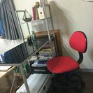 ガラストップのスタイリッシュなデスク、勉強机と椅子のセット