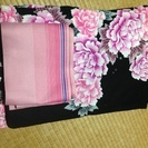 黒地にピンク花の浴衣と帯のセットです