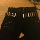 ウエストカラフルな黒色パンツ