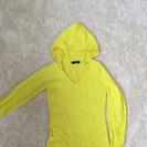 黄色パーカー