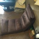 茶色の座椅子